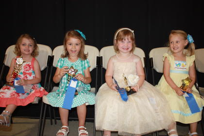 Allison Nicole Runion, daughter of John and Jennie Runion of Liberty, was the winner of the 4-year-old girls division. Anslee Brooke Sandidge, daughter of A.J. and Mandy Sandidge of Eubank, was fi rst runner-up. Third runners-up were Allison June Bailey, daughter of Alex and Joie Bailey of Russell Springs, and Bentlee Duff , daughter of LeToya Duff of Somerset (tie).