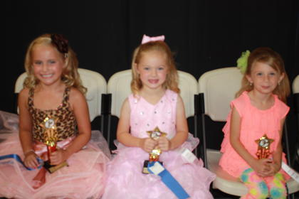 Elizabeth Forbes, daughter of Marshall and Kelly Forbes of Liberty, was the winner of the 6-year-old girls division. Grace Mason, daughter of Matt and Rachel Mason of Liberty, was fi rst runner-up. Second runner-up was Keyera McFarland, daughter of Jeremy and Arlena McFarland of Hustonville.